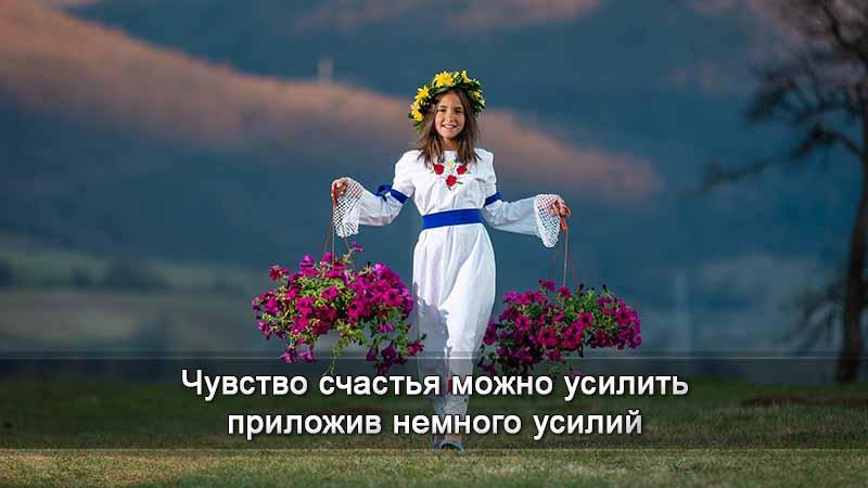 Девушка с цветами в корзинках