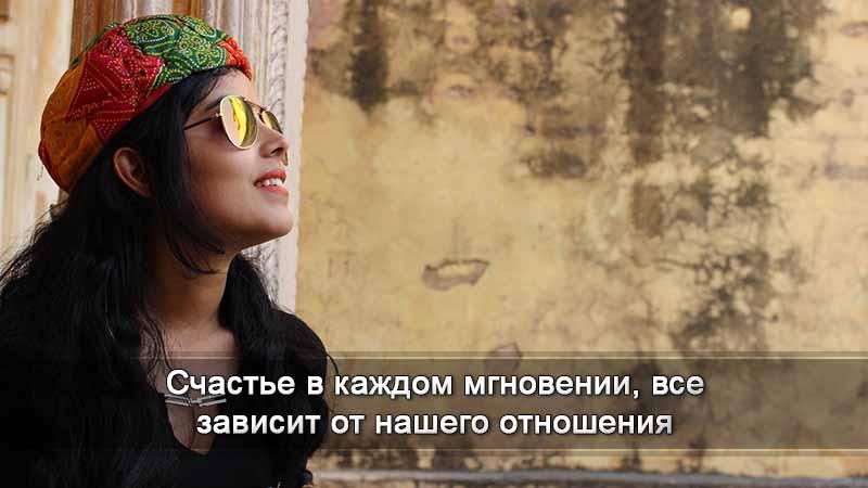 женщина в солнечных очках